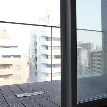 【6帖】バルコニーはこちらに。※写真は8階の同間取り別部屋のものです