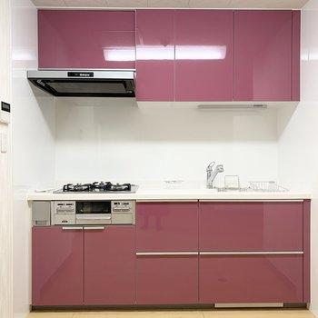 そして、このプラムピンクのキッチン!!