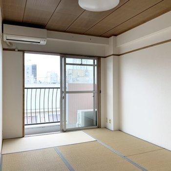 お次は和室。こちらにはエアコンがついています♪