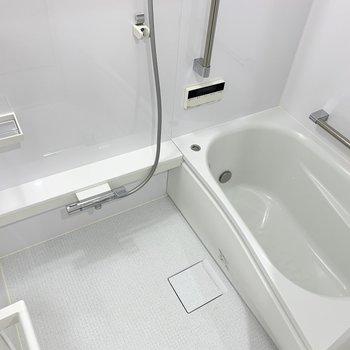 追い焚き付きのお風呂も、壁のクリアな質感など、実際に見るとすごく高級感がありました!