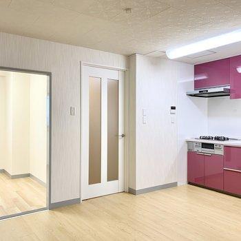 LDKを経由して行ける3つのお部屋。まずは4.5帖の洋室へと。
