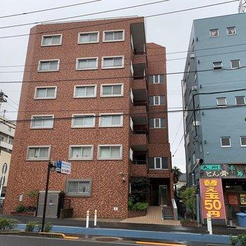 きれいな外観の鉄筋コンクリートマンションです。