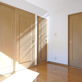 収納もたっぷり!ベランダもこのお部屋にあるので、干してからの動線も効率的。
