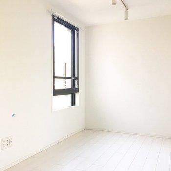 家具や雑貨で色をプラスしたいですね。※写真は前回募集時のものです