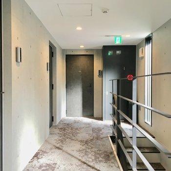 高級感のある内廊下。