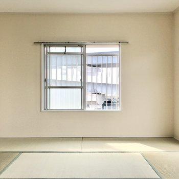 クロスがさりげなく生成り色。家具や照明によってグッとお洒落になりそう…!
