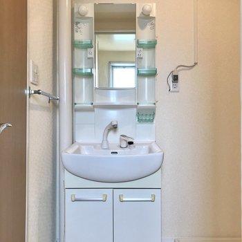 洗面台もひとりで使う分には申し分ないサイズ感◯