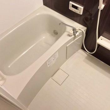 お風呂には追焚機能付き。隙間が少ないのでお手入れ簡単です。
