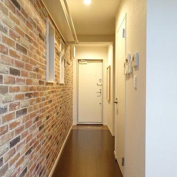 その他の水回りは脱衣所に。玄関廊下の横にあります。