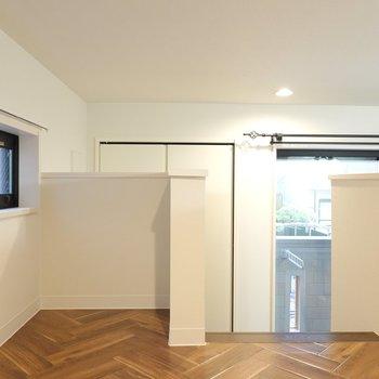 ロフトと階段下、どっちを寝室にしてどっちにテレビを置くか迷う…