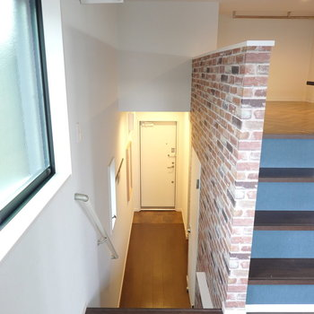 キッチン以外の水回りは廊下横の脱衣所に。