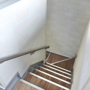 お部屋は3階です。 階段しかありませんが、手すりがあるのでラクに登り降りできます。