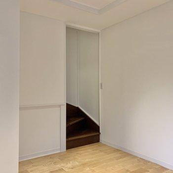 【1階】約8帖の空間が迎えてくれます。
