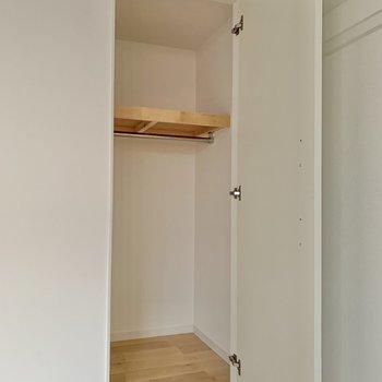 【2階】服や小物を収納して下さいね。