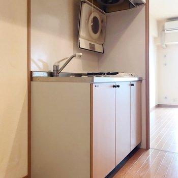 キッチンはサーモ水栓。温度調節簡単です。(※写真は清掃前のものです)