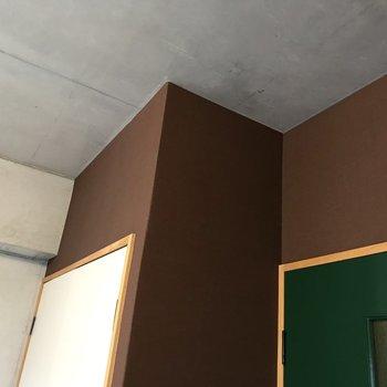 そして壁や天井はコンクリ!