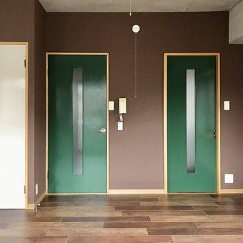 それでは気になる扉の先へ。まずは右側から!