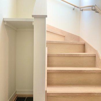 階段で下へ下がりましょう