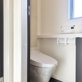 トイレは廊下にあります