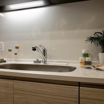 【LDK】シンクは広く、洗い物も楽にできそうですね。