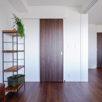 扉を閉めれば集中もしやすそうですよ。※写真は29階同間取り別部屋のものです
