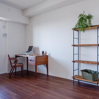 お隣の洋室は5.6帖。書斎などに良さそうです。※写真は29階同間取り別部屋のものです