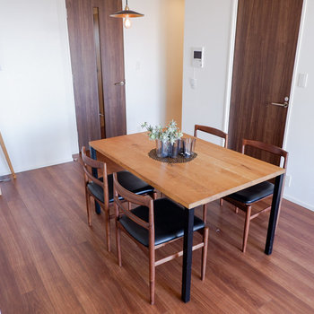キッチンとスペースが分かれているのも良いところ。※写真は29階同間取り別部屋のものです