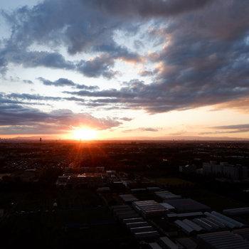 夕焼けもキレイですよ。※写真は29階の眺望です