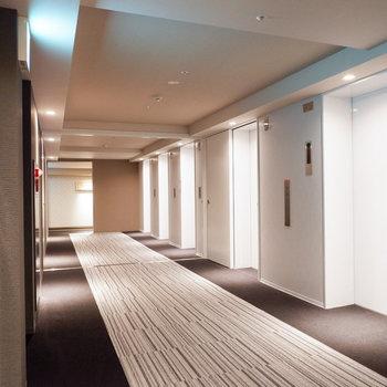 エレベーターは4基。