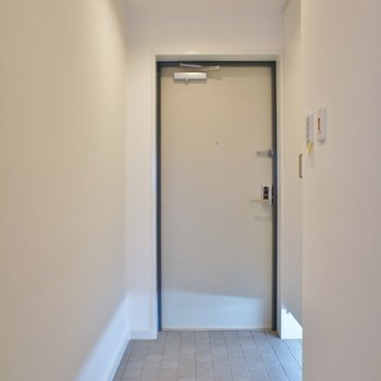 広い玄関スペース※写真は同タイプの別室。