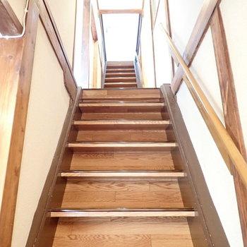さて2階へ。階段はちょっと急ですよ。