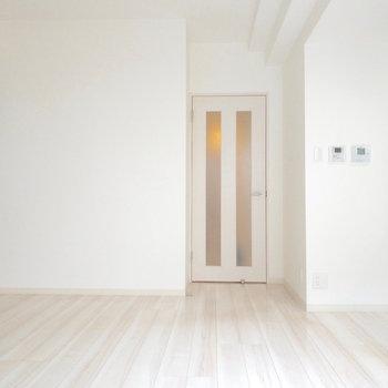 明るい色の床が◎