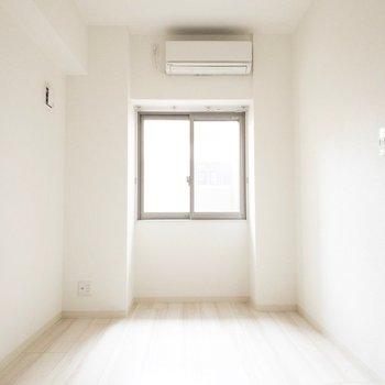 洋室にはエアコンがついてます◎