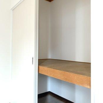 【洋室2】収納は押入れタイプ。収納ケースを用いり、収納幅を広げてください。