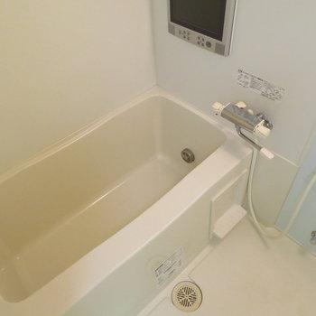 お風呂も広くて追い炊きも◎(※写真は4階の同間取り別部屋のものです)