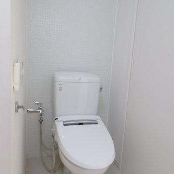 トイレは脱衣所に(※写真は4階の同間取り別部屋のものです)