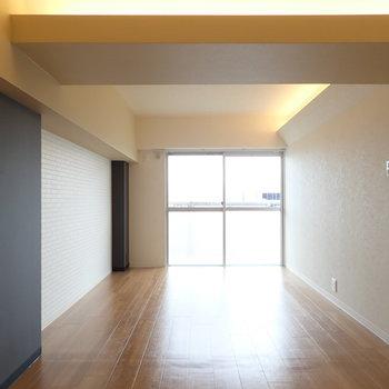ダークトーンの家具も似合いそうです。