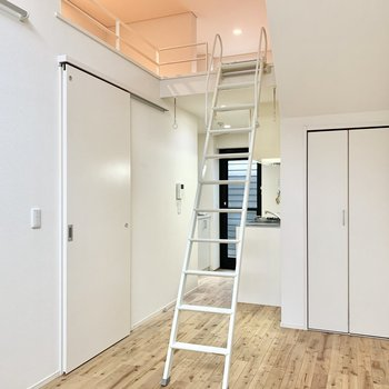 天井が高く、開放感があります。