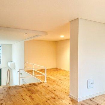 ロフトにも無垢床が贅沢に敷き詰められています。