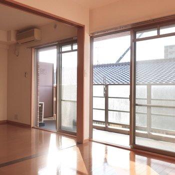大きな窓って嬉しいな〜(※写真は2階の反転間取り別部屋のものです)