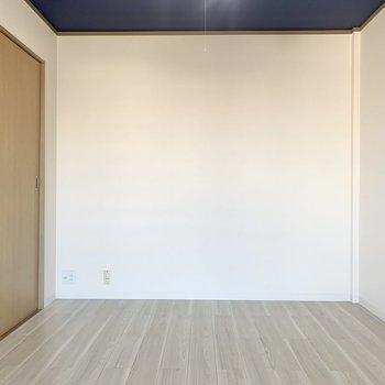 【洋室西】続いて、キッチン隣のお部屋へ