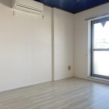 【洋室西】エアコンは各部屋に付いています