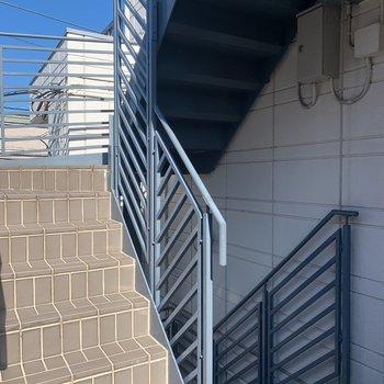 階段の段差は狭いので、荷物の運搬はこまめに休憩を
