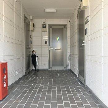 お部屋は左の角部屋です