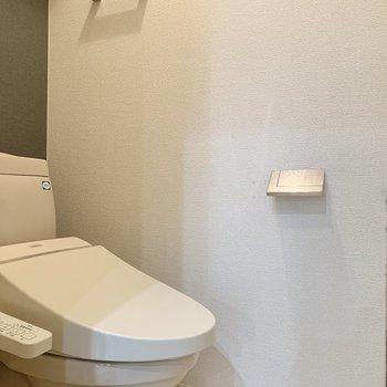 トイレ上には棚があります