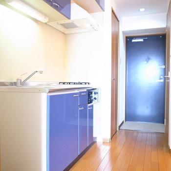 左手前に冷蔵庫を置けます。(※写真は11階の同間取り別部屋のものです)