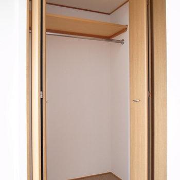 クローゼットは扉の前に。散らからないように気を付けたいな。(※写真は11階の同間取り別部屋のものです)