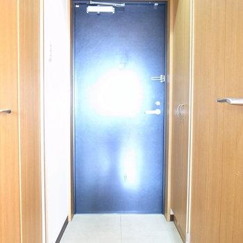 玄関は狭さはありません。(※写真は11階の同間取り別部屋のものです)