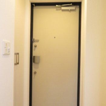玄関スペースも十分(※写真は14階の反転間取り別部屋のものです)