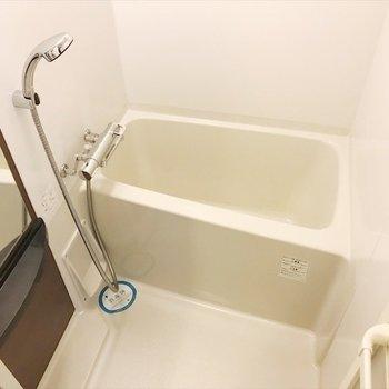 浴室乾燥機で、雨の日もお洗濯できちゃいます〜♪※写真は反転間取り・別部屋のものです